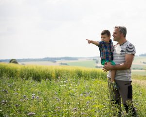 BASF's strategy in agriculture is aiming for innovation-driven growth in specific markets and for finding the right balance for success – for farmers, for agriculture and for future generations. / Die BASF-Strategie für die Landwirtschaft zielt auf i