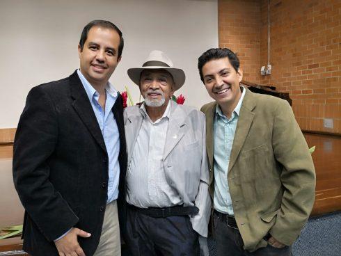 Con el autor y Mario Tierra en el lanzamiento del libro