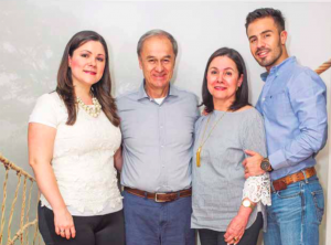 Luis Javier Ramirez, de ParaConstruir, con su familia