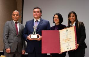 Felipe Rojas recibió el premio nacional a la Excelencia