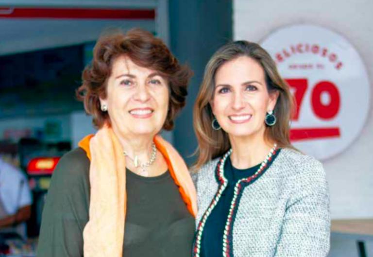 Pastora Cortés de Osorio y su hija Ana María