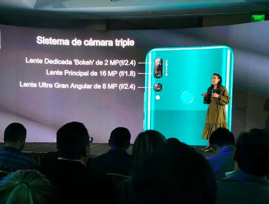 Carolina Correa presentó el Y9