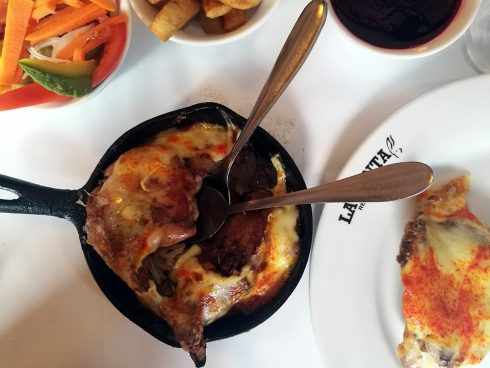 Conejo al horno, del restaurante La Punta. Foto: Honoria Montes