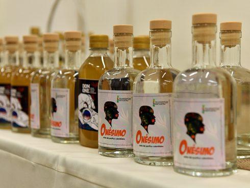 El Viche es un destilado de caña nativa, elaborado por las comunidades Afro del Pacífico colombiano. Foto: Archivo particular.