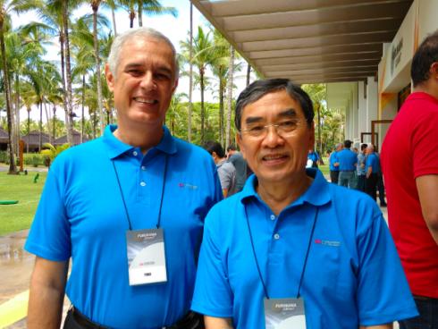 Foad Shaikhzadeh y Hiroyuki Doi, presidente de Furukawa Industrial y vicepresidente comercial de Furukawa.
