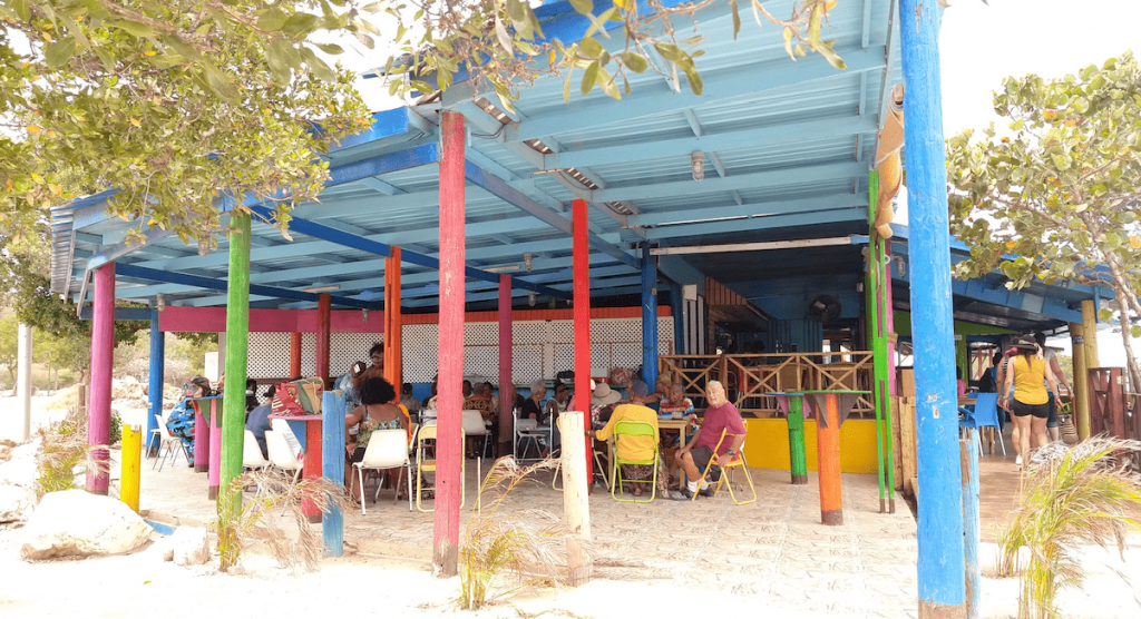 Vista exterior de Pops Place en Caracasbaai Beach.