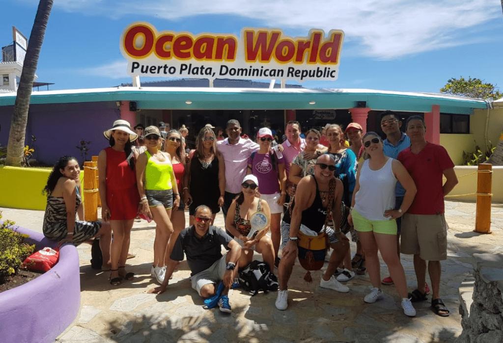 Grupo de agentes de viaje participantes del fam trip