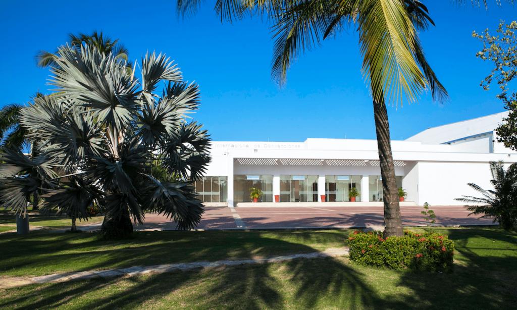 Vista exterior del Centro de Convenciones Las Américas (Foto Las Américas)