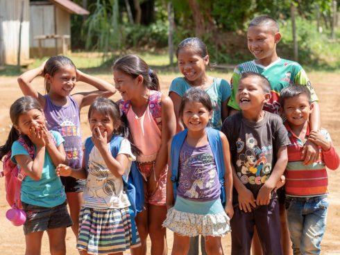 Saving The Amazon alegra la vida de muchos indígenas