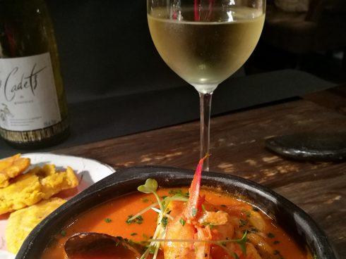 La similitud de muchos platos colombianos con la cocina española facilita el maridaje con vinos. Foto: Honoria Montes.